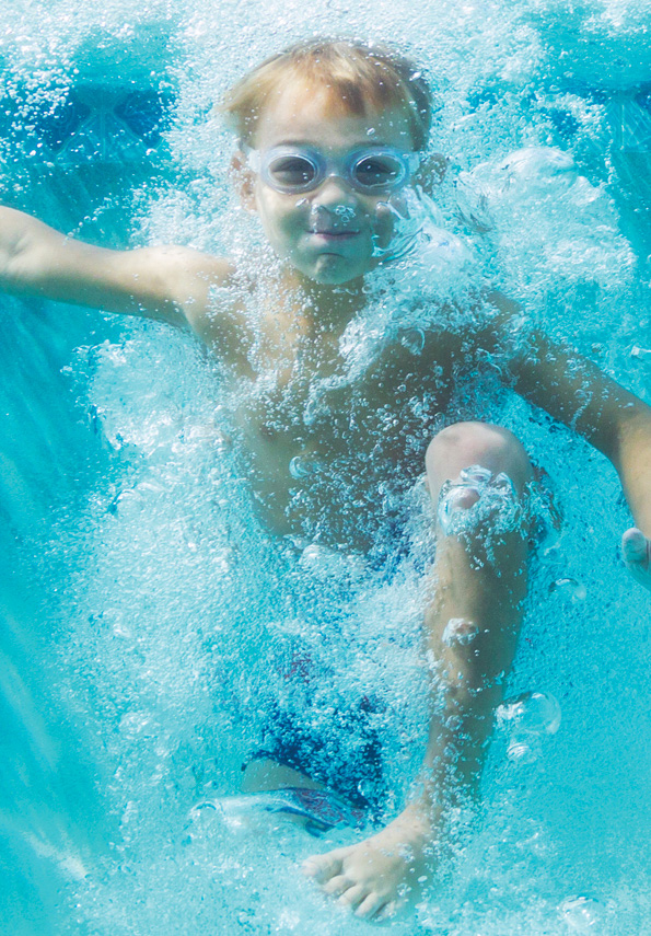 Picture of kid diving in a pool
